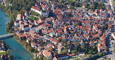 Altstadt Füssen - By Wolkenkratzer (Own work) [CC BY-SA 3.0 (http://creativecommons.org/licenses/by-sa/3.0)], via Wikimedia Commons